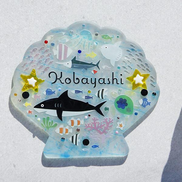 オーダーメイドのガラス表札